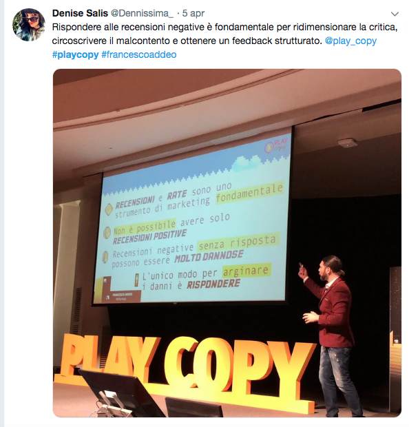 Francesco Addeo che parla dal palco di Playcopy