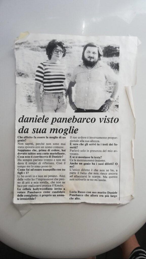 l'articolo affisso nel bagno dei Panebarco con l'intervista a mamma Lucia